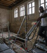 Es werden Stahlstege gebaut, um die Baustelle zu erschließen. © Gerhard Fleischer